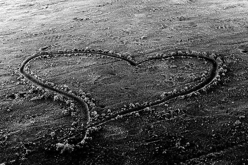 Wikimedia-commons-sand-heart