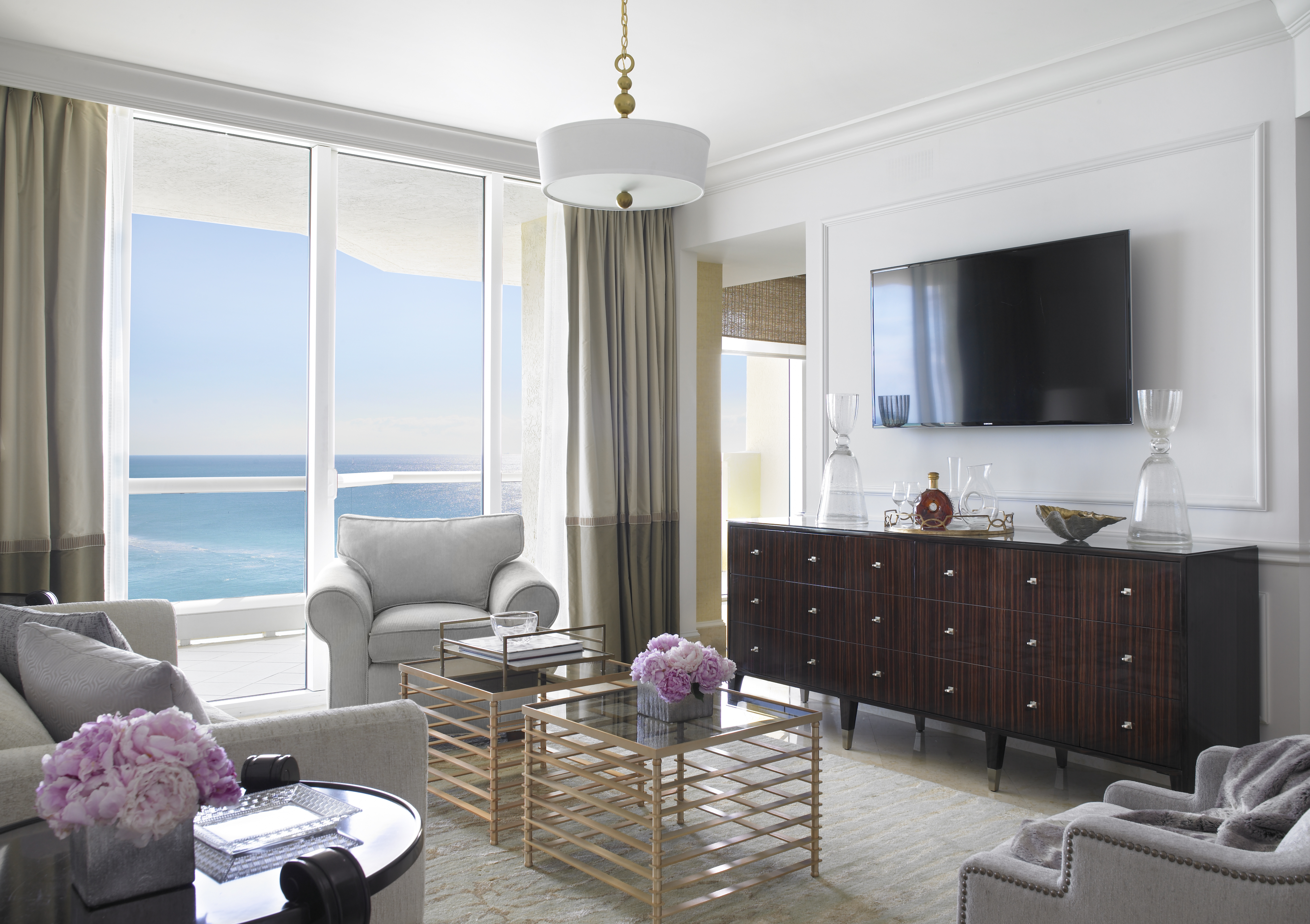 Places to visit with mom insuremytrip for Living room suit