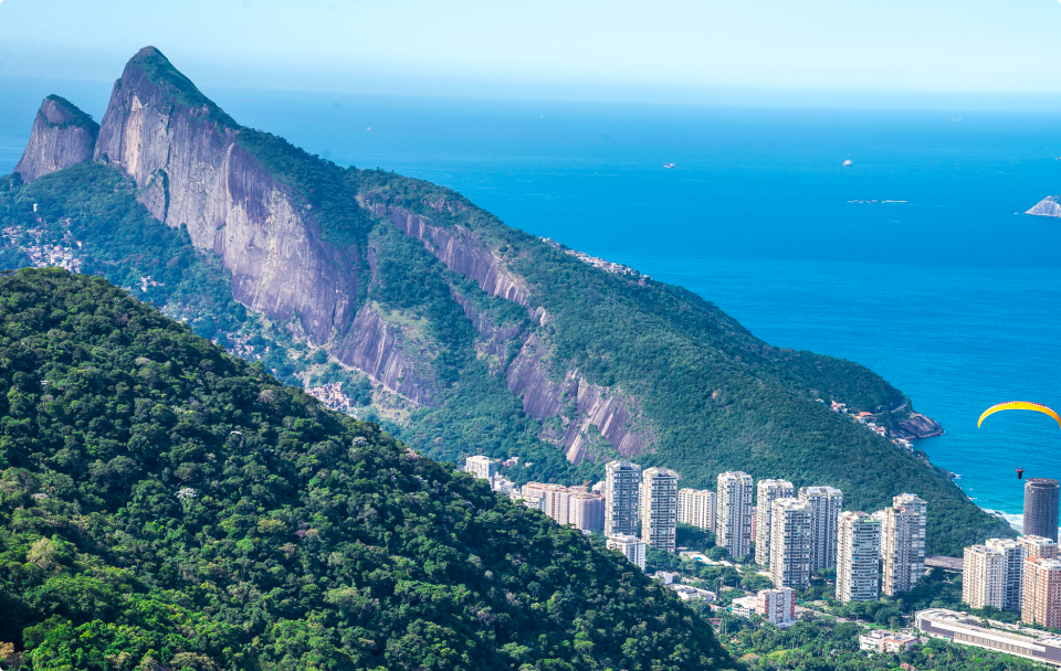 It provides the daredevils with a stunning view above the Tijuca National Forest, with Dois Irmãos (Two Brothers) mountain to the left (Photo: Rio 2016/Alex Ferro