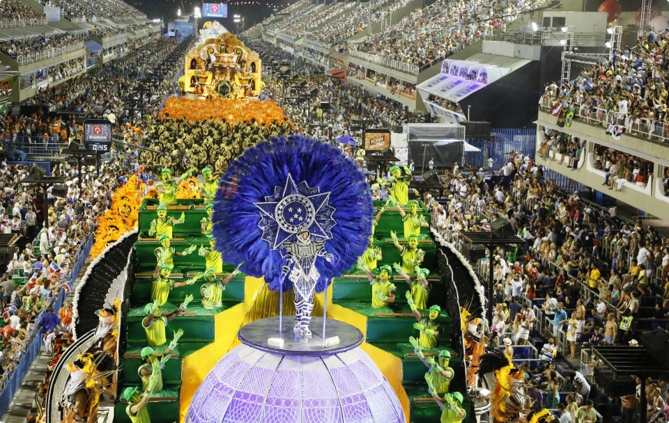 After being prepared all year round, the Carnival parade floats enchant up to 80,000 people inside the venue (Photo: Marco Antonio Cavalcanti/Riotur)
