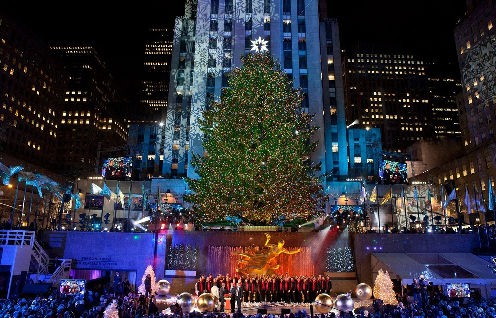 A New York City Holiday Tradition: Rockefeller Center Christmas ...